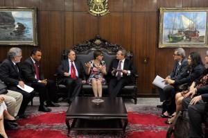 Comissão conversa com o senador Cristovam Buarque e o presidente do Senado, Renan Calheiros